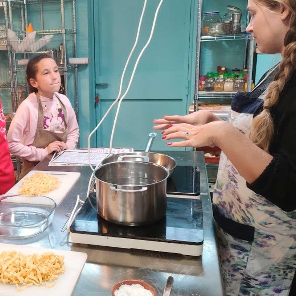 Taller de cocina infantil, hamburguesas y refresco casero